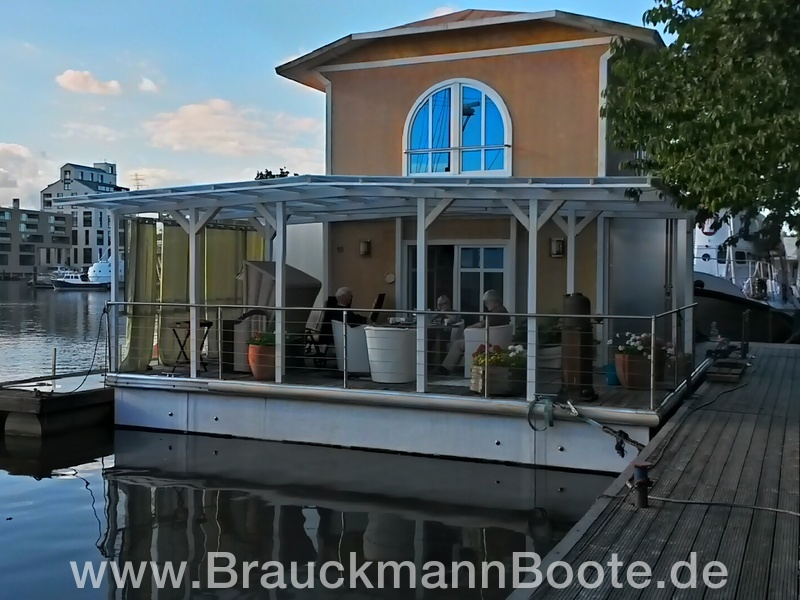 hausboot toskana in hamburg video brauckmannboote gmbh. Black Bedroom Furniture Sets. Home Design Ideas